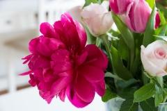 Blumen-Pfingstrosen-Tulpen-Rosen-Strauß-Bunt2